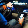 Uso del cellulare alla guida, ritiro della patente
